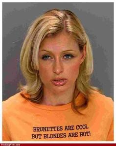 Paris Hilton ficou famosa por ter suas intimidades espalhadas pela internet.